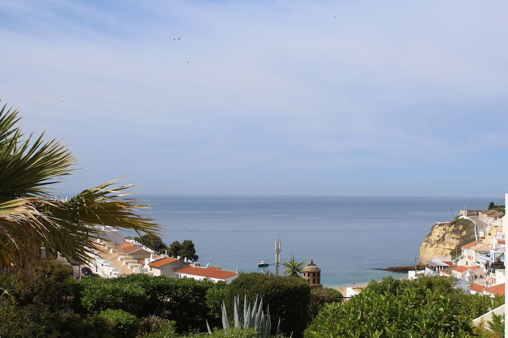 Luxury 2 bed, 2 bathroom apartment on popular Monte Dourado resort, with spectacular sea views and private roof terrace with BBQ. 3 minute walk into town and beach, restaurants and bars. Sleeps 4. Fold up bed and cot available for additional children. Fully refurbished in 2016. Air conditioned.