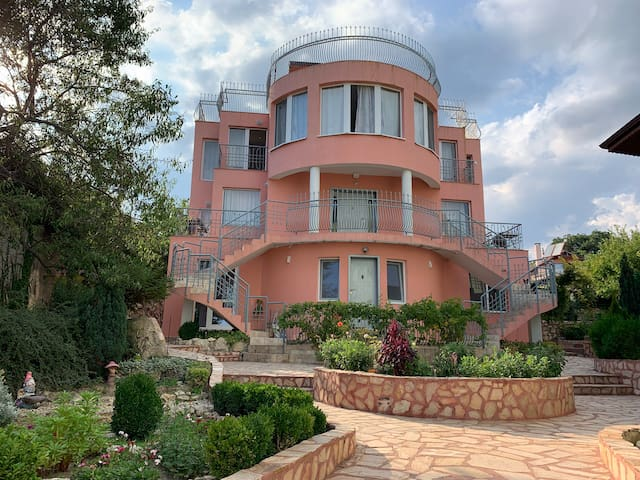 Sunray Guest House, Apartment with Lovely Sea View