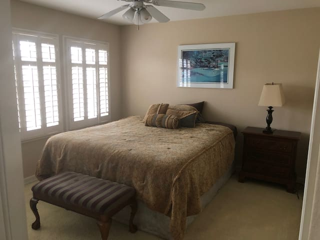 Alamitos Bay Room w/Waterbike, Paddleboard & Kayak