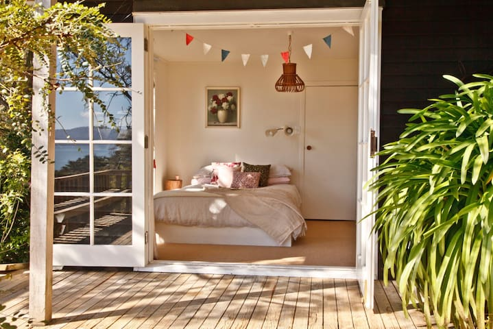 stunning sea view sunny room
