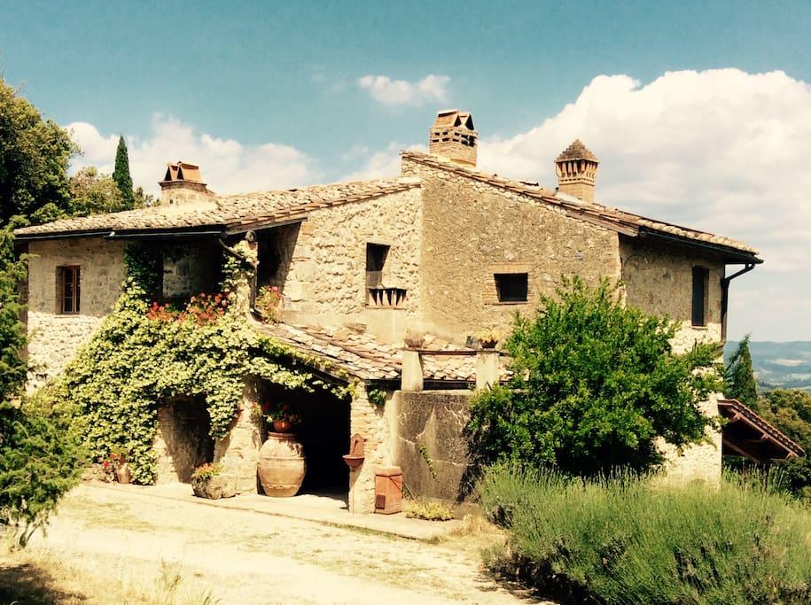 Farmhouse in san gimignano tuscany houses for rent in for Rent a house in tuscany
