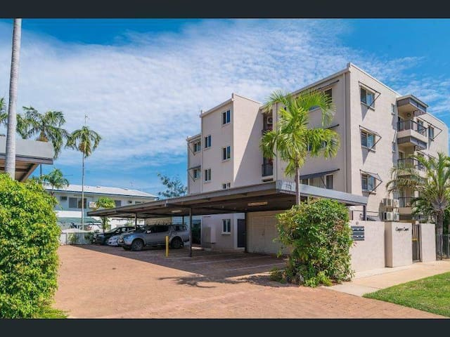 PRIVATE ROOM WITH ATTACHED BATHROOM AT NIGHTCLIFF