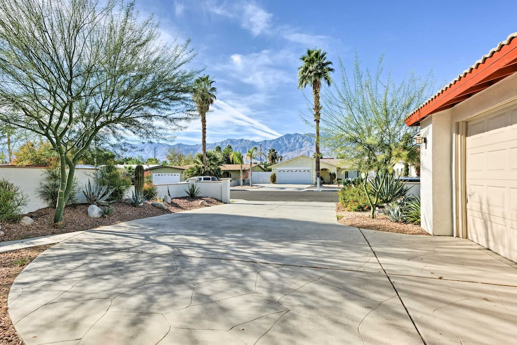 Palm trees and the San Jacinto Mountains welcomes you to the vacation rental.