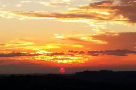 POR DO SOL ESPETACULAR  Vale de Santa fé/Vinhedo