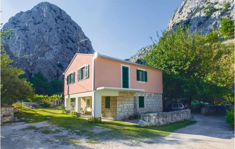 Holiday apartment with 1 bedroom on 38m² in Omis
