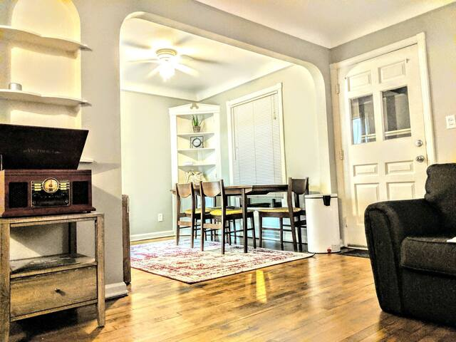 Cool Retro Townhouse 2BR 1BA+ Office heart of CLE