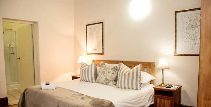 Matoppo Guest House - Queen Room