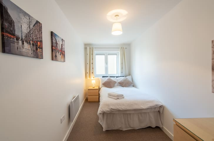 Alpha House 311 is a home from home 2 bedroom self-contained apartment in the Town Centre