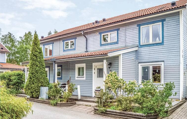 Semi-Detached with 2 bedrooms on 110m² in Gustavsberg