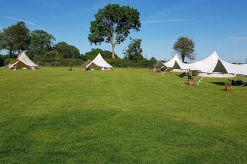 Family Bell Tent in picturesque field - Ringstead