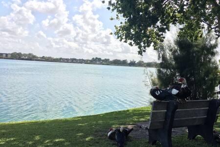Beautiful Lake Front Apt.- Aventura - Miami - Departamento