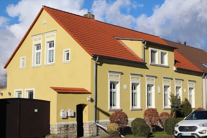Schöne Wohnung in zentraler Lage Nähe Magdeburg - Wanzleben-Börde - Appartement