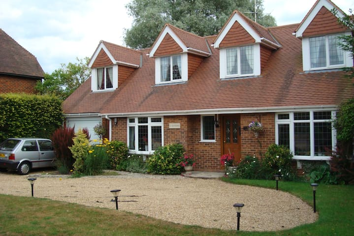 Lovely home/rooms with rural views. Basingstoke.