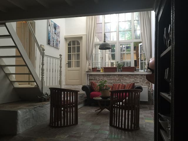 Large, family apartment, best street in The Hague - Den Haag - Daire