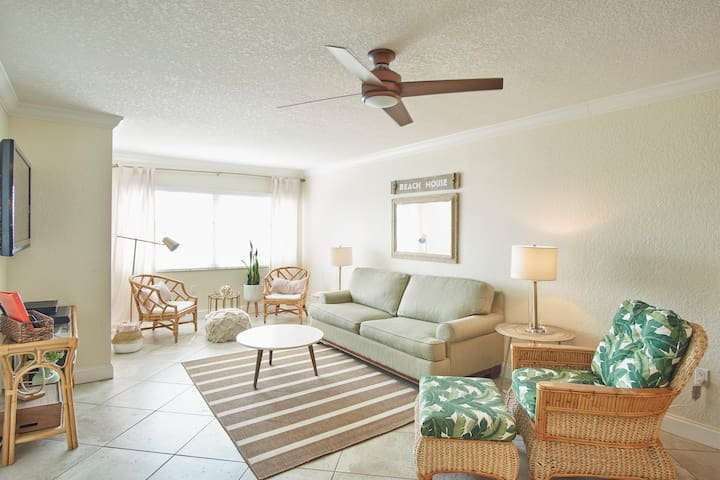 Modern Coastal 2Bed/2Bath Condo