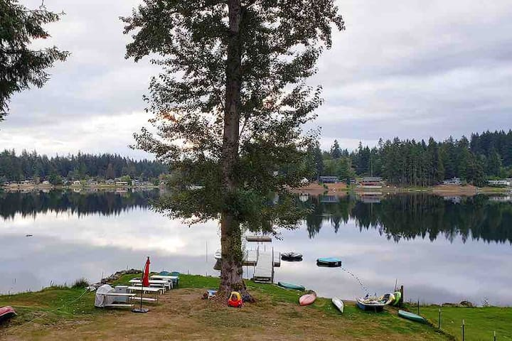 Fish Tails Cottage ~ on Deer Lake Whidbey Island