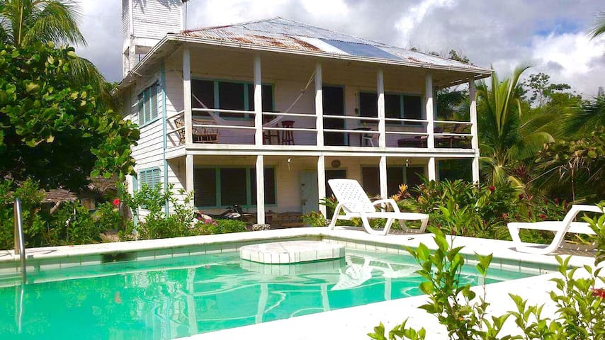 Beachfront paradise in Livingston - Livingston - Dom