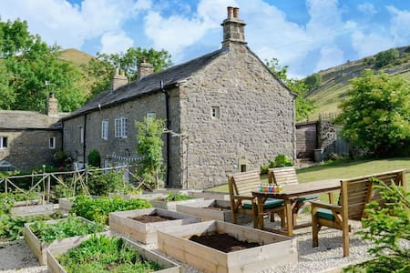 Wellside Cottage (UK2533)