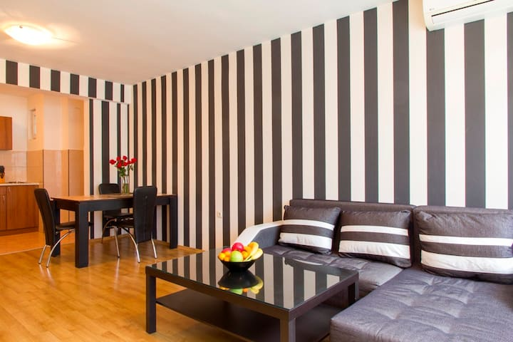 Lovely Central One Bedroom Apartment