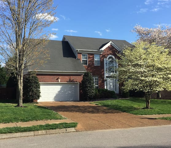 Spacious Home, Quiet Neighborhood in Franklin TN