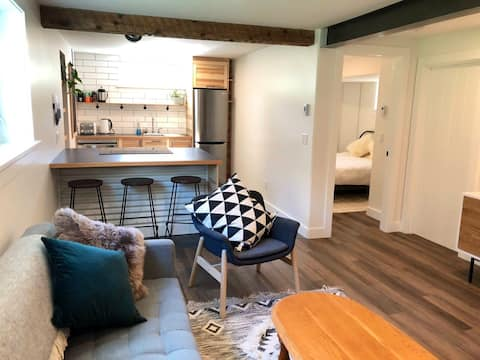 The Sweet Suite, light and bright basement suite