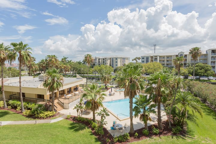 2BD Intracoastal Condo - Only steps to the Beach!