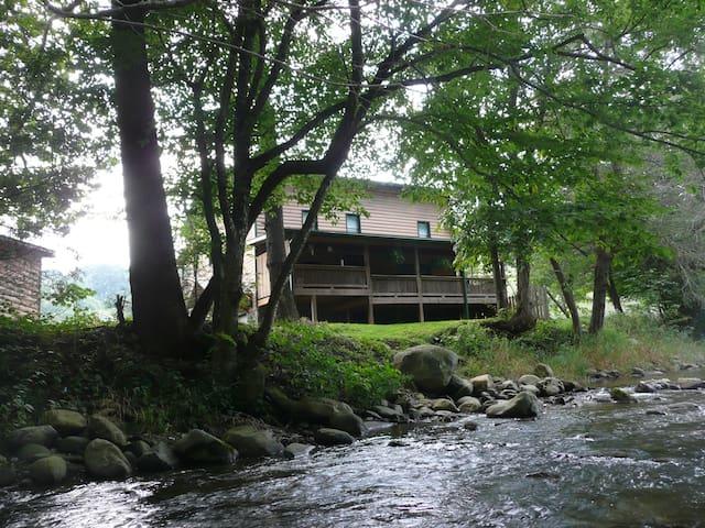 Helton Creek Cabin & Guest House - Lansing