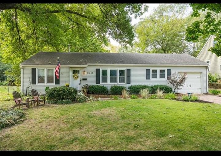 Cozy Cottage near Downtown Overland Park