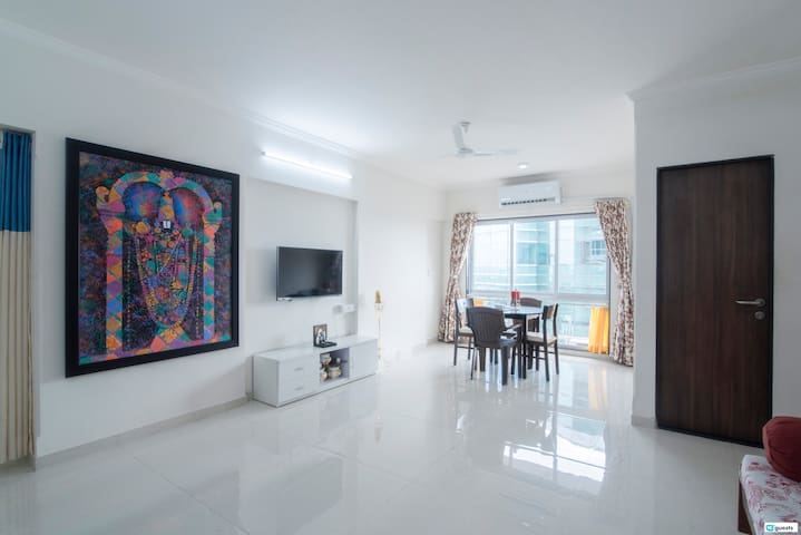 2BR in Bandra East near to Bandra Kurla Complex!
