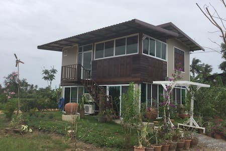 2 bedrooms in Banlomluk, living among rice fields