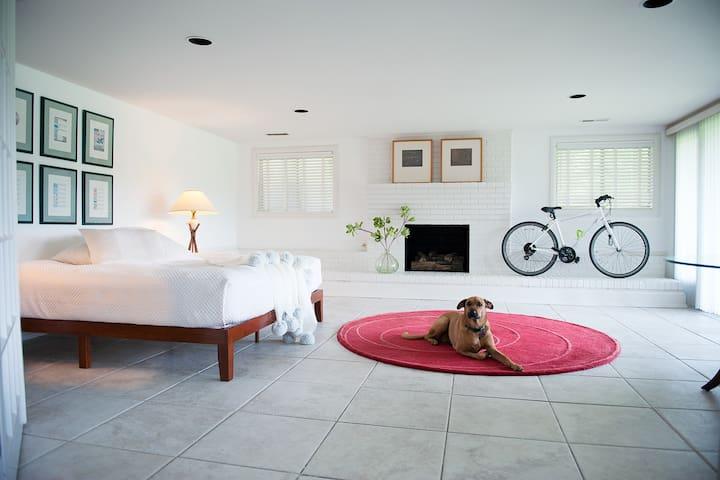 La Maison du Lac Private Floor and Bedroom Suite