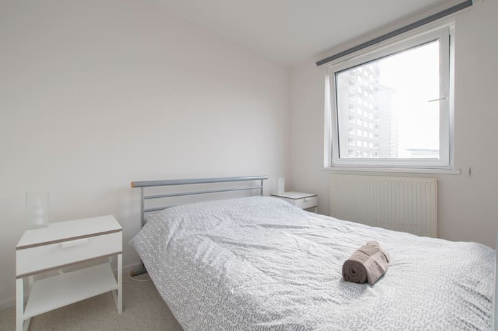 Bright double room Canary Wharf
