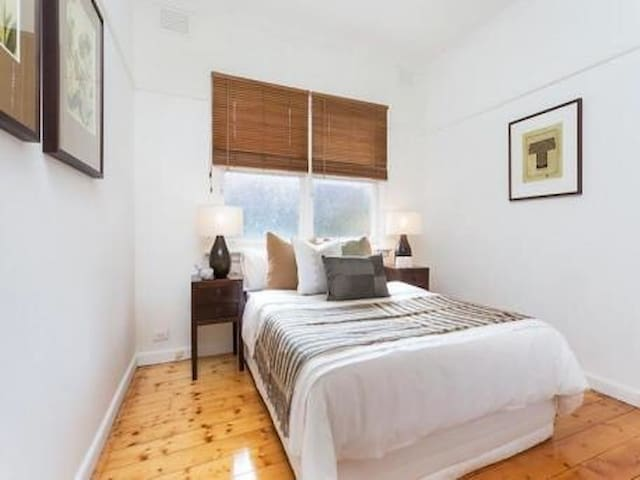 4ppl entire home. Walk to beach! - Sandringham - House