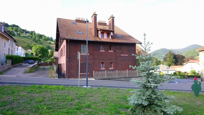 Duplex with a view in the center of Bussang