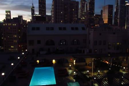 Luxury Loft with Pool in DTLA - Los Angeles
