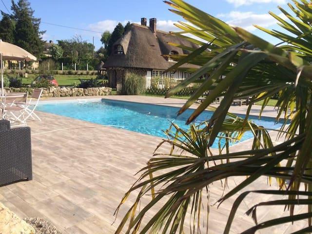 Chaumiere piscine jacuzzi - Vatteville-la-Rue - 一軒家