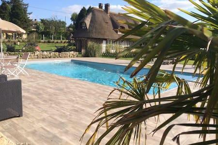 Chaumiere piscine jacuzzi - Vatteville-la-Rue - Talo