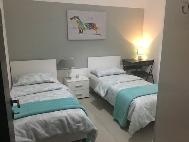 Twin bedroom in the heart of St'Julians