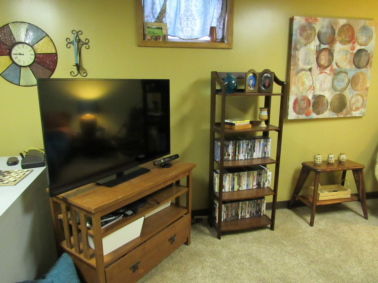 A place to relax and watch TV.  Equipped with DVD's for guest.
