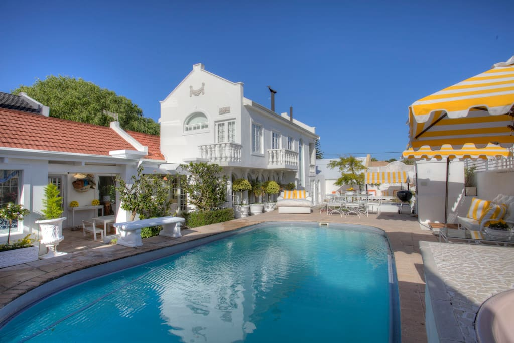 Luxurious home with a distinct holiday atmosphere, set in a manicured garden. Close to village, cliff paths, restaurants and golf course . Whale Watching and Shark Viewing close by.
