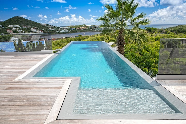 Ocean view villa with pool near Orient Bay