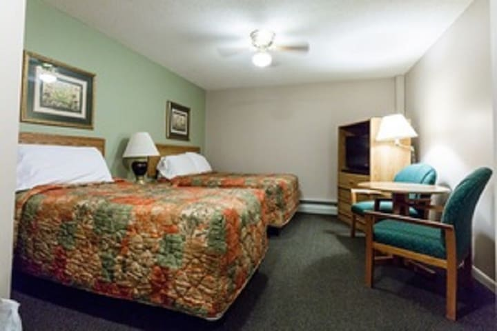 Woodwards Lincoln NH , Including Breakfast, Pool, Sauna , Hot Tub, Game Room