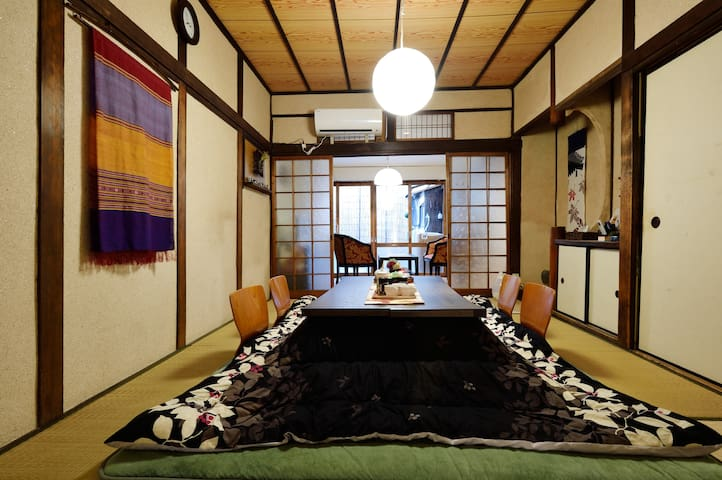 I will relax with the kotatsu during the winter period 在冬季,我將與被爐一起放鬆 겨울 기간은 난로에서 편히 쉴 수 있습니다