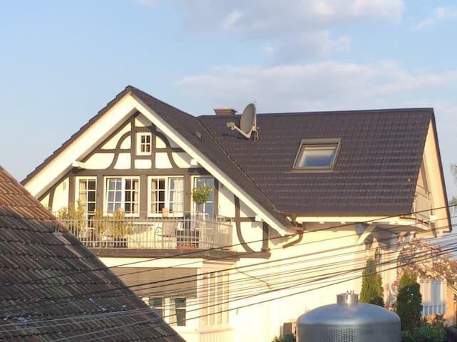 Großzügige Galerie-Ferienwohnung im Winzerhaus - Heitersheim - บ้านพักตากอากาศ