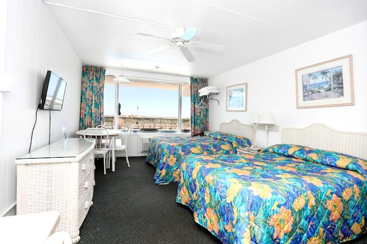 Commander by the Sea Motel - Type D: Oceanfront Efficiency Poolside 1st Floor
