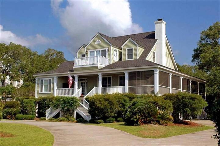 Spacious Lowcountry Home on Lagoon that overlooks a Hobcaw Nature Preserve Giraffic Park