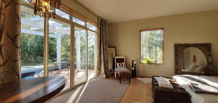 Luxury Retreat in Stunning  Nature Paradise.