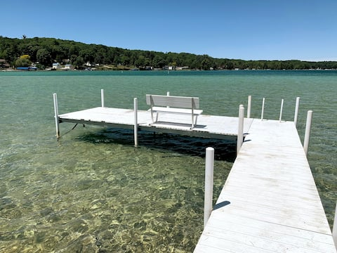 Lake Frontage w Dock. Walk Out To The Sand Bar.