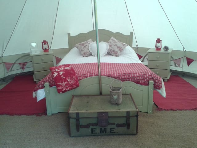 Luxurious bell tent near the coast. - Machynlleth
