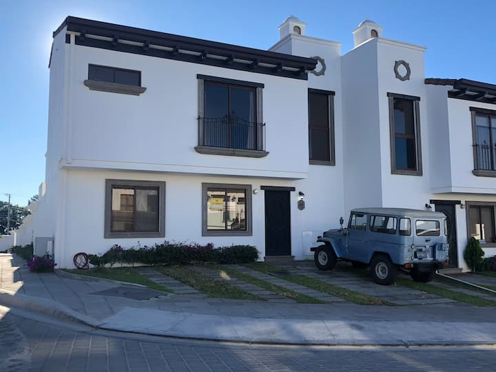 Puerta Real, Casa grande Res. privado, Santa Tecla